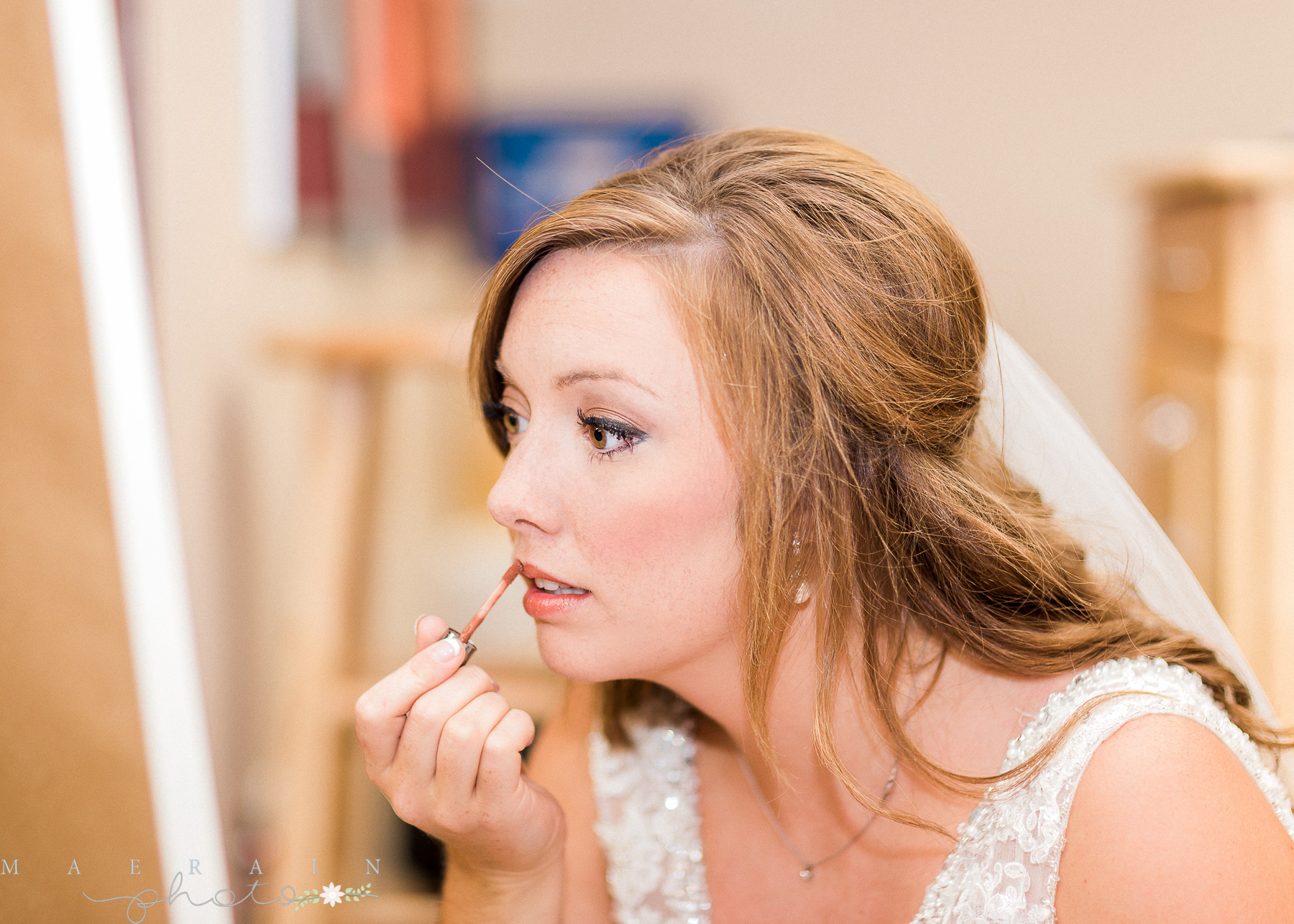bride putting on make up