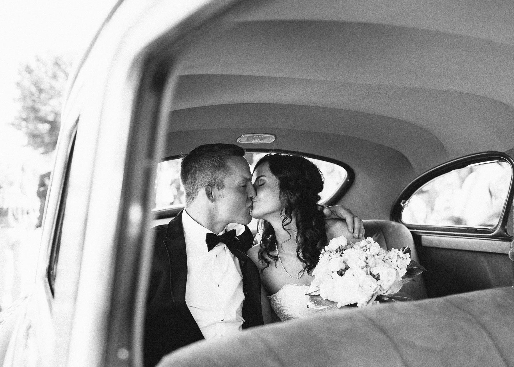 more kissing in car